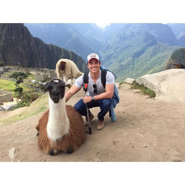Lain lagi gayanya saat berada di Machu Picchu, Peru. (gabrielndsprado/Instagram)