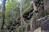 Watu Bahan terbentuk secara alami (Robby Bernardi/detikTravel)