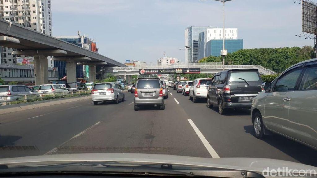 Tol Cawang Arah Kuningan Jakarta Macet Pagi Ini