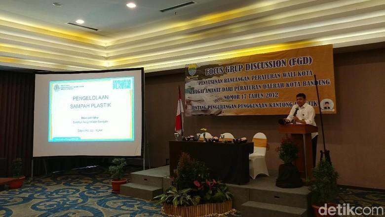 KLHK Dukung Bandung Miliki Aturan Diet Kantong Plastik