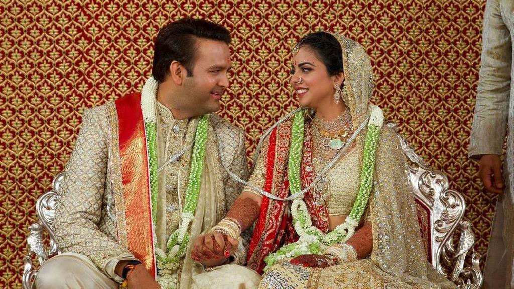 Penampilan Putri Orang Terkaya Asia di Pernikahan yang Habiskan Rp 1,4 T