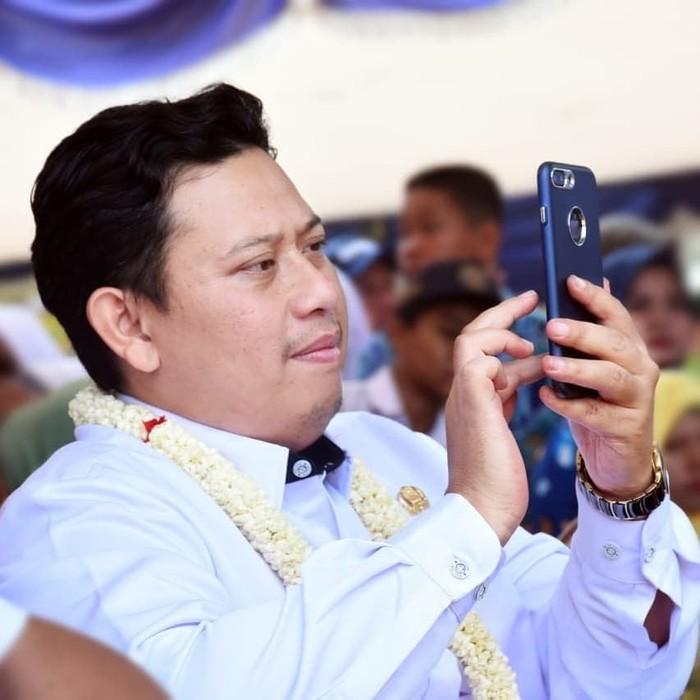 Irvan Rivano Muchtar terpilih sebagai Bupati Cianjur periode 2016-2021. Namun sayangnya ia baru saja ditahan KPK karena dugaan kasus korupsi dana pendidikan di Cianjur. Foto: instagram @irvanrivanomuchtar