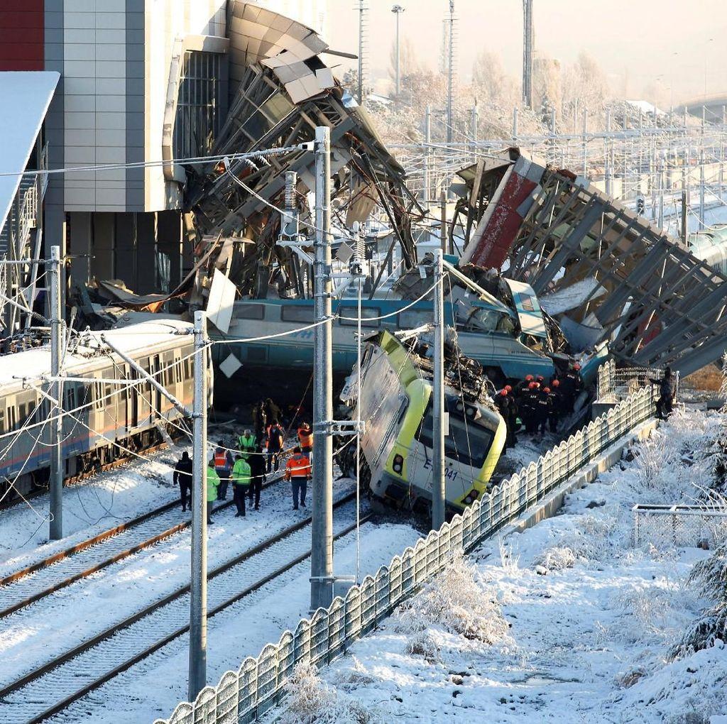 Tabrakan Maut Kereta di Turki, Tewaskan 9 Orang