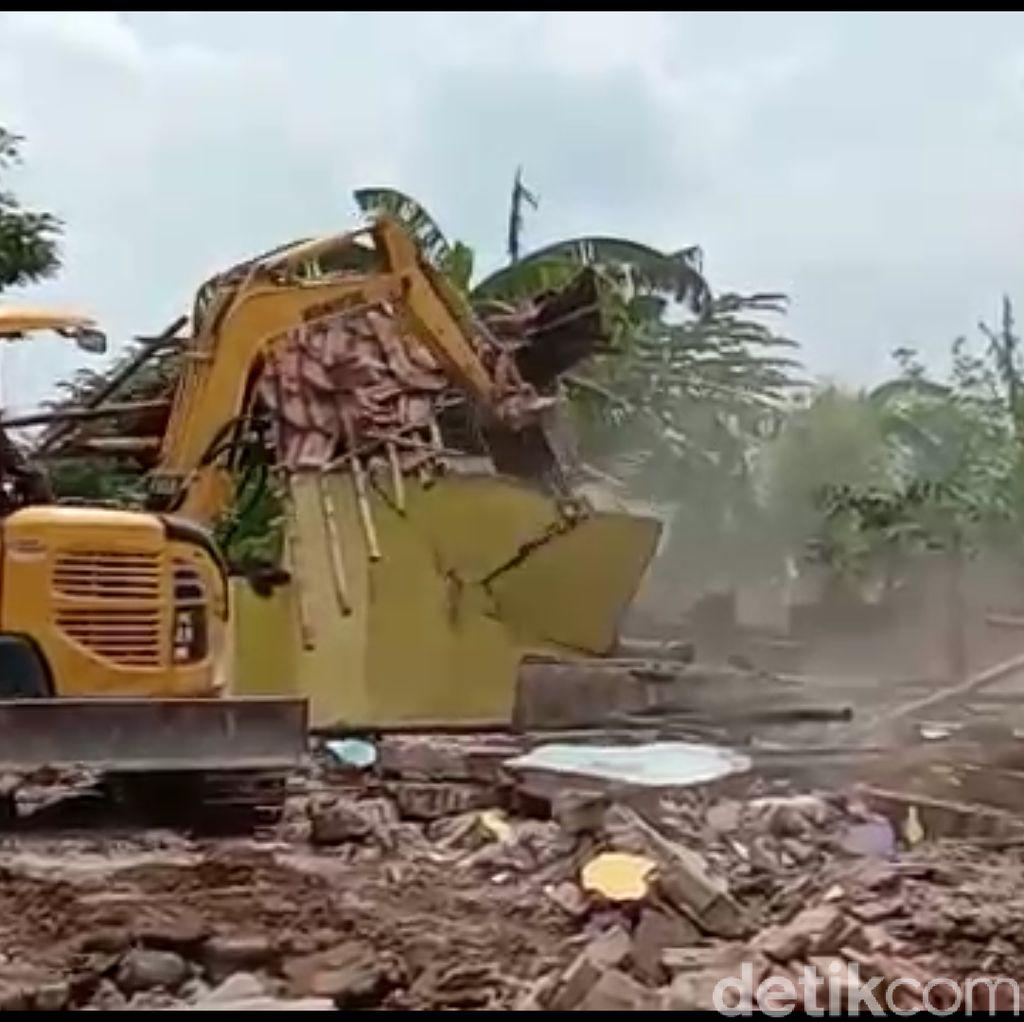 Ratusan Bangunan Liar di Pinggir Sungai Pemali Brebes Dibongkar