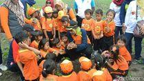 Ajak Lindungi Hutan, Anak-anak Diajak Menanam Pohon