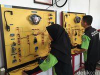 Astra Honda Motor Serahkan 2 motor ke SMK di Kalimantan
