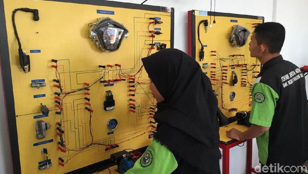 Honda: Anak SMK Minimal Bisa Buka Bengkel Sendiri