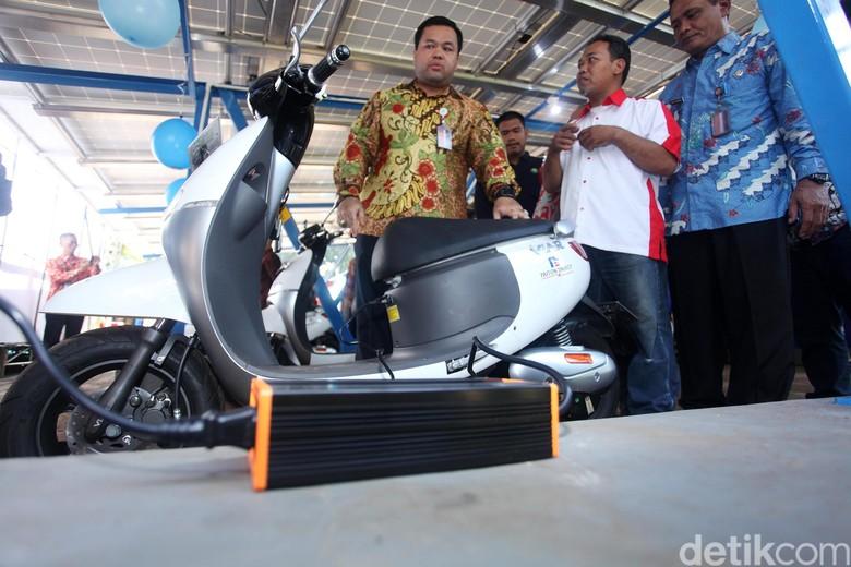 Motor listrik Viar. Foto: Lamhot Aritonang
