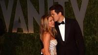 Di tahun yang sama, John Mayer juga mengakhiri hubungannya dengan Jennifer Aniston dan merilis lagu Heartbrake Warfare.Alberto E. Rodriguez/Getty Images