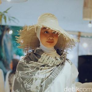 Dian Pelangi dan Barli Asmara Rilis Hijab Terinspirasi dari Maldives