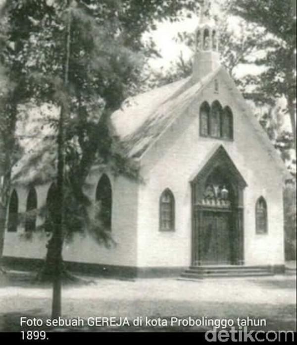 Gereja merah di Kota Probolinggo ini, sudah dibangun sekitar tahun 1863. Setahun sebelumnya material bangunan didatangkan langsung dari Jerman (M Rofiq/detikTravel)