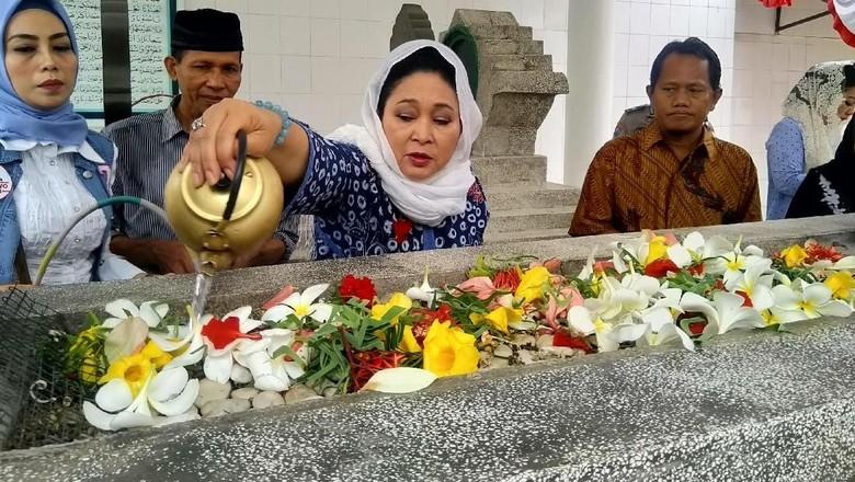 Soeharto Guru Besar Koruptor? Titiek: KKN Lebih Marak Sekarang