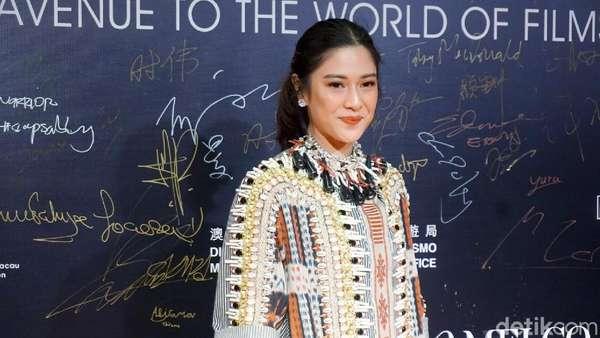 Gaya Etnik Dian Sastrowardoyo di Film Festival Macau 2018