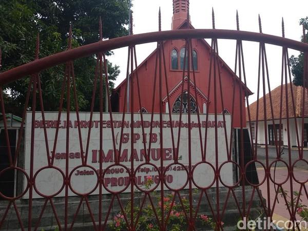 Seiring perkembangan zaman, Gereja Merah kemudian berganti nama jadi Gereja Immanuel (M Rofiq/detikTravel)