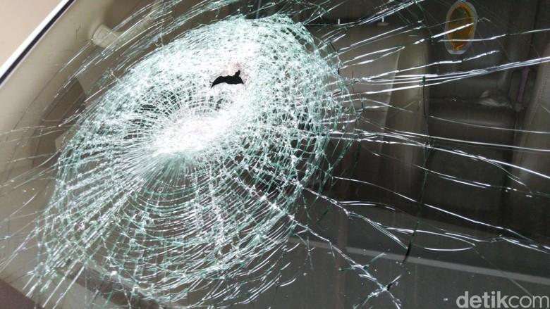 Mobil Ketua Gerindra Kota Semarang dilempar batu, Kamis (13/12/2018).