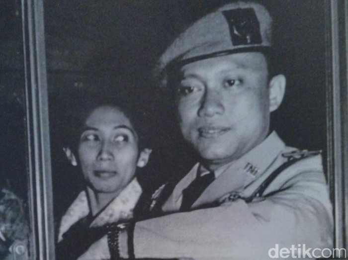 Sarwo Edhie Wibowo dan istri