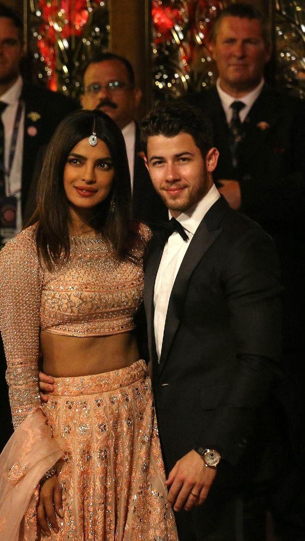Priyanka Chopra dan Nick Jonas di pernikahan Isha Ambani.