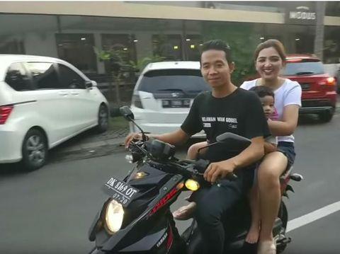 Bahaya Lho! Pertama Naik Motor di Bali, Ashanty Kok Nggak Pakai Helm?