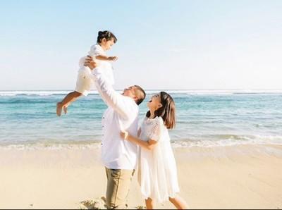 8 Momen Asyik Tania Putri Pemeran Kepompong dan Buah Hatinya
