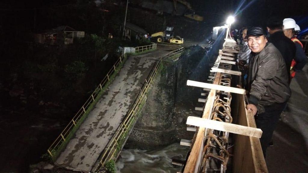 Penampakan Jembatan Kaligenteng Pekalongan yang Ambrol
