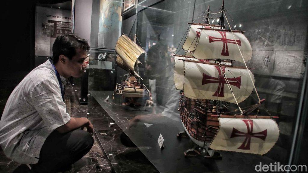 Melihat Koleksi Miniatur Kapal di Museum Maritim