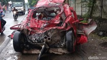 Honda Jazz Diseruduk Dump Truk Hingga Ringsek, Sopir Selamat