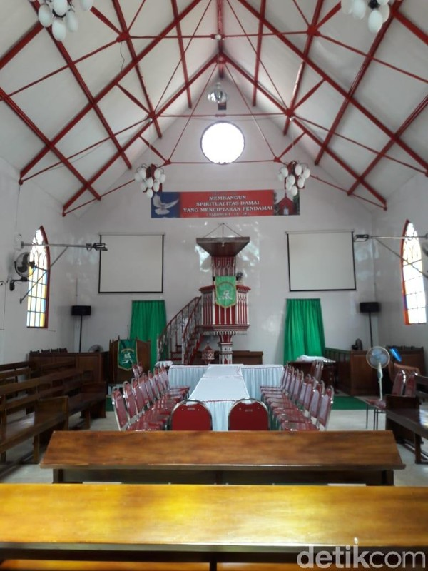 Dulu biaya pembangunannya sekitar 15 ribu gulden. Gereja macam ini, konon hanya ada dua di dunia, 1 di Den Haag, Belanda dan 1 lagi di Probolinggo (M Rofiq/detikTravel)