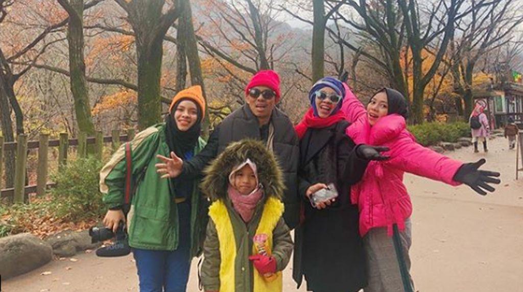 7 Keseruan Keluarga Gen Halilintar Saat Traveling