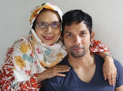 Momen Hangat Indra Herlambang dengan Ibunda Tercinta