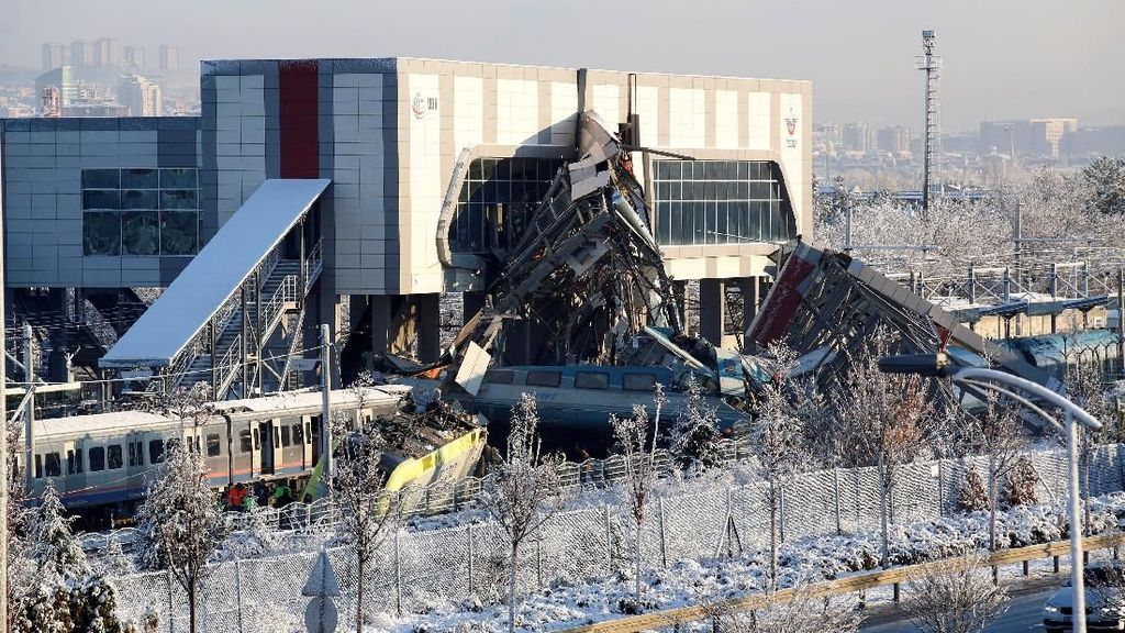 3 Orang Ditahan Terkait Kecelakaan Kereta Turki yang Tewaskan 9 Orang