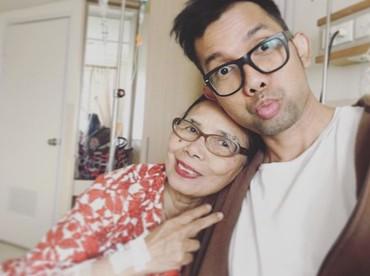 Semoga sehat selalu ya ibunda Indra Herlambang. (Foto: Instagram @indraherlambang)