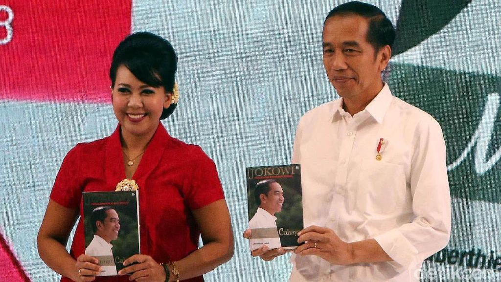 Jokowi Hadiri Peluncuran Buku Jokowi Menuju Cahaya