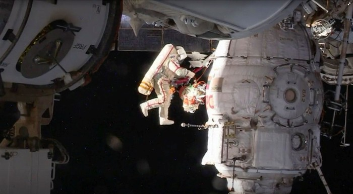 Spacewalk kosmonot Rusia. Foto: Reuters