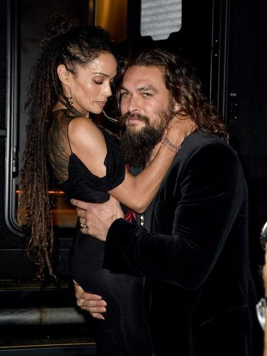 Kemesraan Jason Momoa dan istrinya, Lisa Bonet.