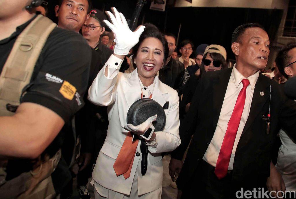 Begini gaya Menteri BUMN Rini Soemarno saat hadiri acara Spirit of Millennials Games Day 2018.