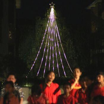Ini adalah pohon Natal LED tertinggi di Bali (The Trans Resort Bali)