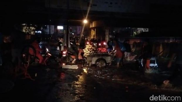Banjir jalan INspeksi Kalimalang