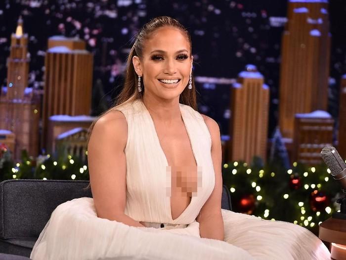 NEW YORK, NY - DECEMBER 11:  Jennifer Lopez Visits