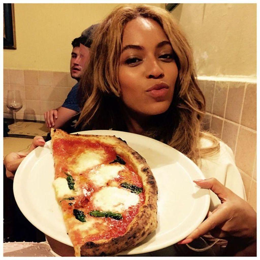 Sebelum Jadi Vegan, Beyonce Doyan Pizza, Burger, dan Minuman Soda