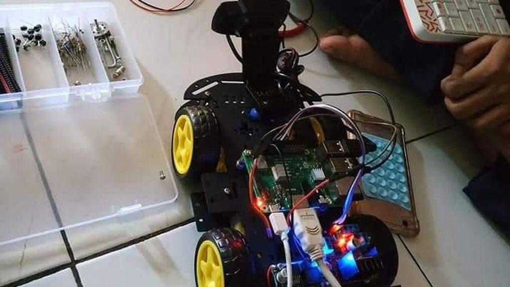 Keren! Inovasi Siswa SMK di Makassar Rakit Robot Pemantau