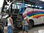 Bus Dali Prima Tabrak Traffic Light, 3 Orang Luka-luka
