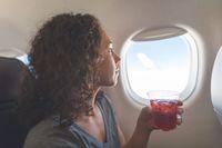 Sebaiknya Jangan Pesan Kopi Panas Saat di Pesawat, Ini Sebabnya
