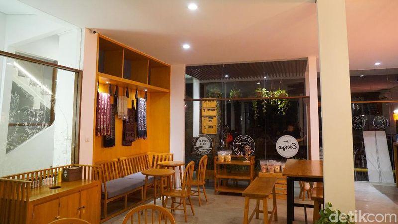 Inilah kafe Escape Bajo, tempat kekinian yang punya pemandangan cantik untuk nongkrong-nongkrong (Shinta/detikTravel)