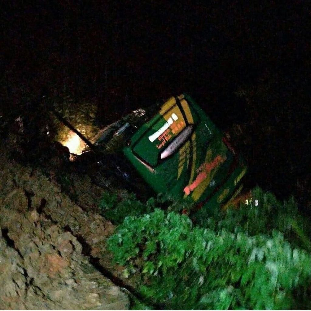 Penampakan Bus yang Masuk Jurang karena Longsor di Solok