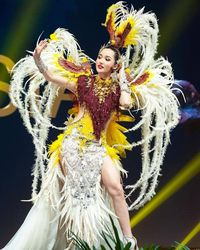 Kostum nasional Sonia Fergina di Miss Universe 2018 karya Dynand Fariz dari Jember Fashion Carnaval.