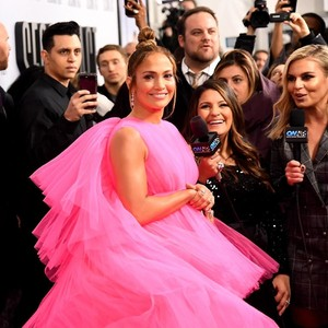 Parade Gaya Anggun J.Lo Promosikan Film Baru, Pakai 11 Gaun dalam 2 Hari