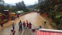 Jalur Padang-Solok Sudah Dibuka, Kendaraan Melintas Bergantian