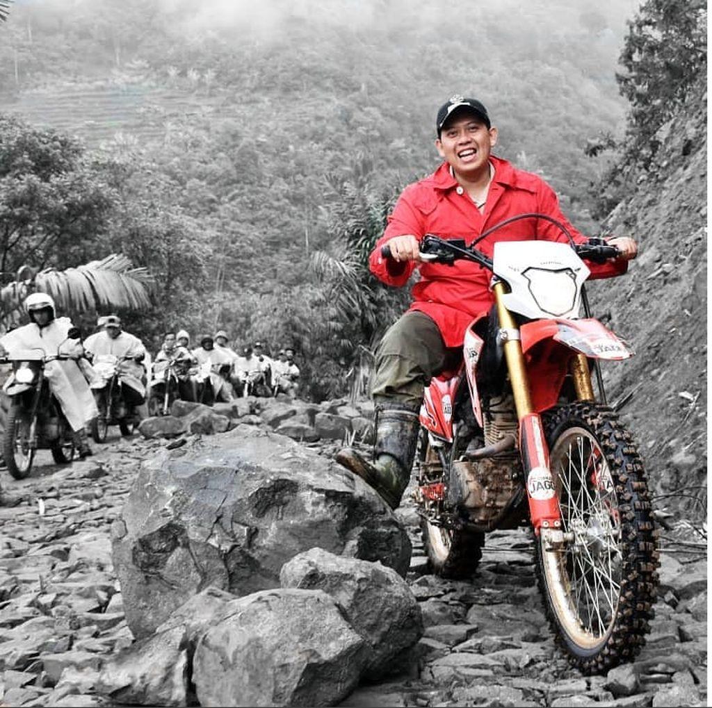 Bupati Cianjur yang Di-OTT KPK dan Motor Trail