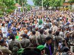 Video: Warga Cianjur Tumpah Ruah Rayakan OTT Bupati oleh KPK