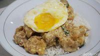 Mantul! Nasi Bebek dan Salted Egg Chicken Bowl di Sini